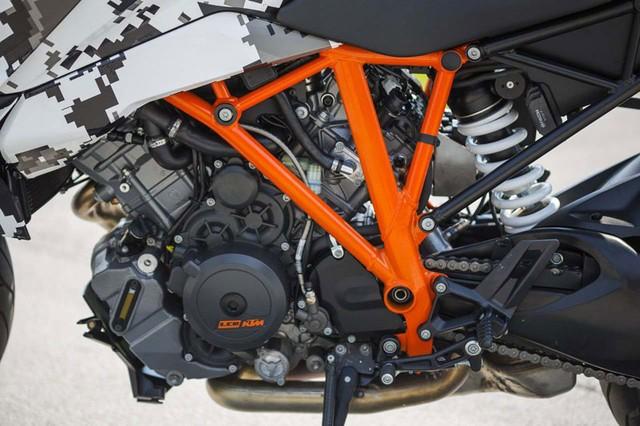 KTM 1290 Super Duke GT Xe touring tran ngap cong nghe hien dai - 8