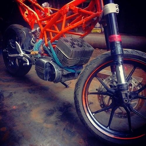 Len doi Yamaha 2 thi thanh KTM Duke cuc ki doc dao - 4