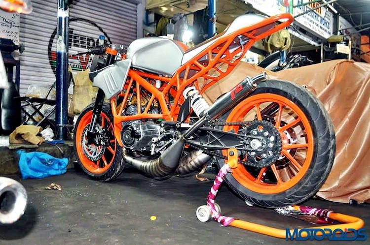 Len doi Yamaha 2 thi thanh KTM Duke cuc ki doc dao - 6