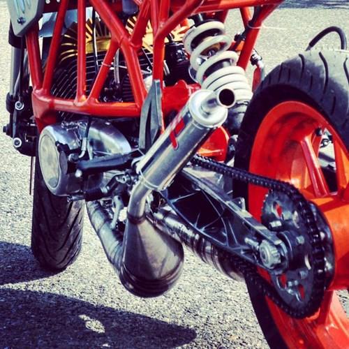 Len doi Yamaha 2 thi thanh KTM Duke cuc ki doc dao - 8