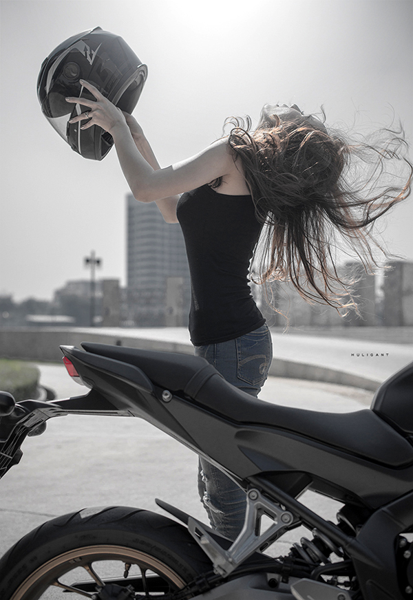 Nguoi dep ca tinh ben canh Honda CB650F - 3