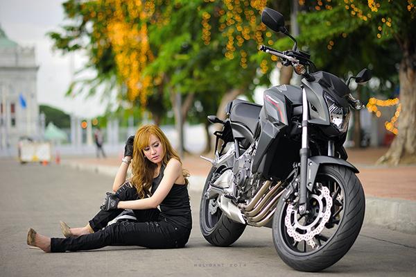 Nguoi dep ca tinh ben canh Honda CB650F - 6