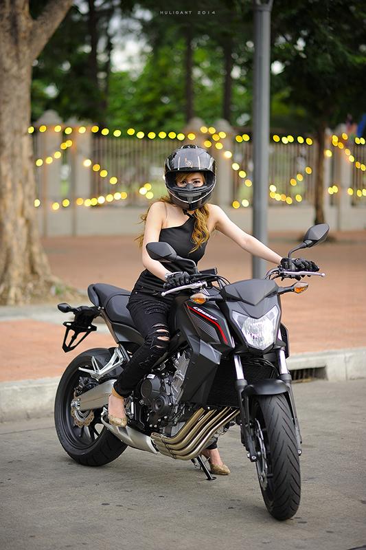 Nguoi dep ca tinh ben canh Honda CB650F - 7