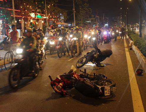 Nhan vien giao nhan bi cuop giat do tren duong Pham Van Dong