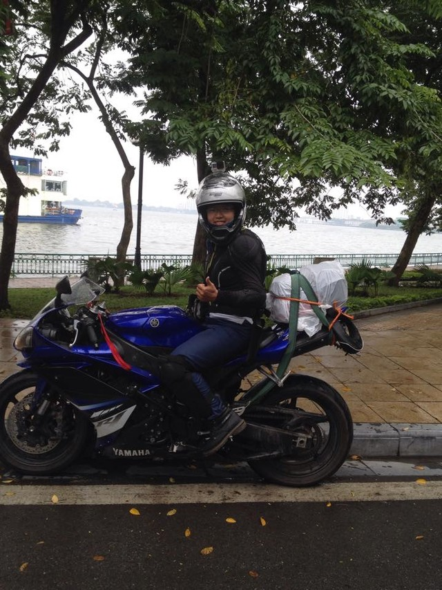 Nu biker 9x mot minh xuyen Viet cung Yamaha YZFR1 - 3
