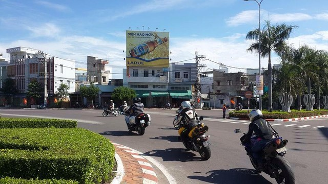 Nu biker 9x mot minh xuyen Viet cung Yamaha YZFR1 - 4