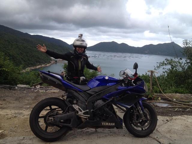 Nu biker 9x mot minh xuyen Viet cung Yamaha YZFR1 - 5
