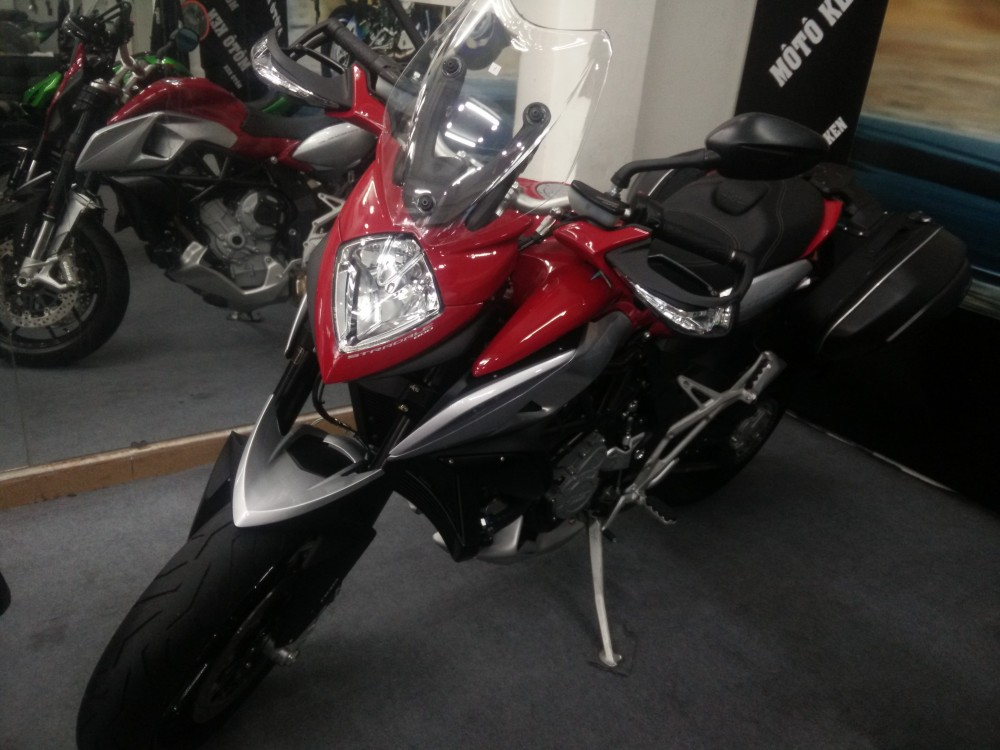 Showroom Moto Ken xe chau au chinh ngach nhieu dong MV