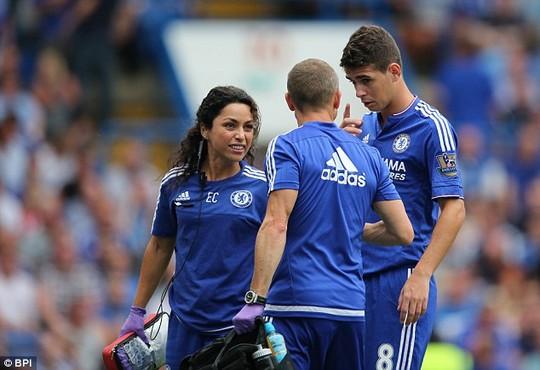 Soc khi HLV Mourinho trung phat nang nu bac si Chelsea - 3