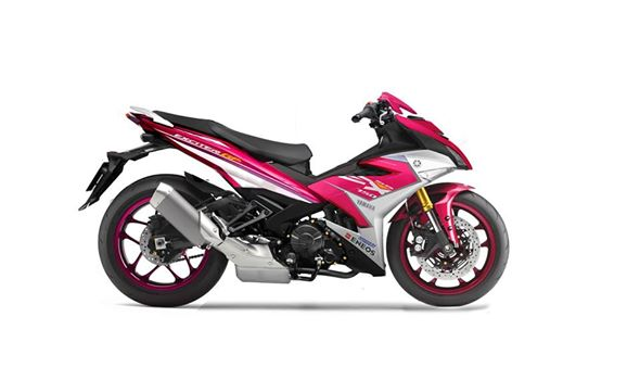 Style Exiter 150 voi gian chan R1 lung linh
