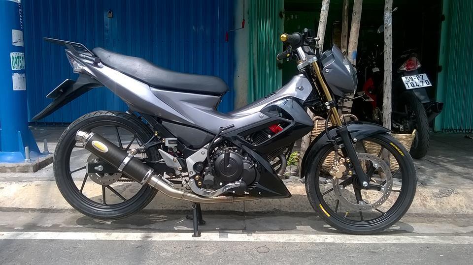 Suzuki satria f150 cung cap voi dan ao doi dau
