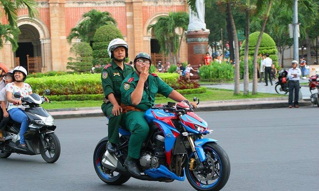 Thu choi xe phan khoi lon doc la cua biker 1996 - 7