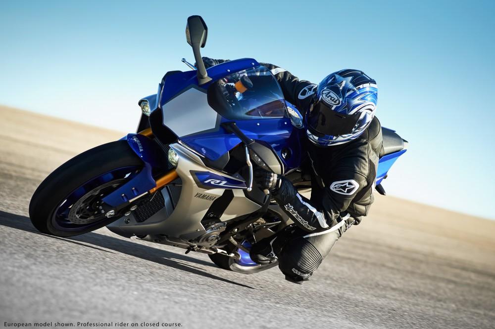 Yamaha R1 2015 vs BMW S1000RR 2015 Ai la nguoi thang cuoc - 2