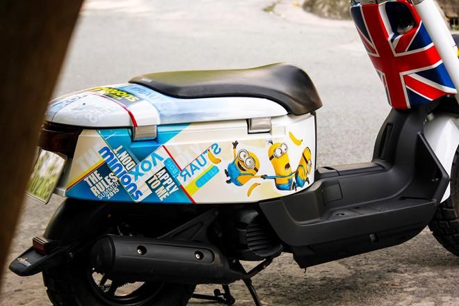 Yamaha VOX 50 phan khoi ve tem dau phong cach Minions - 4