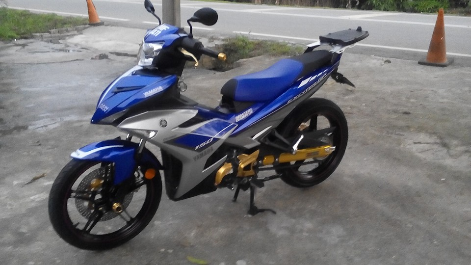 Yamaha Y15ZR len do choi lung linh den tu biker nuoc ban - 2