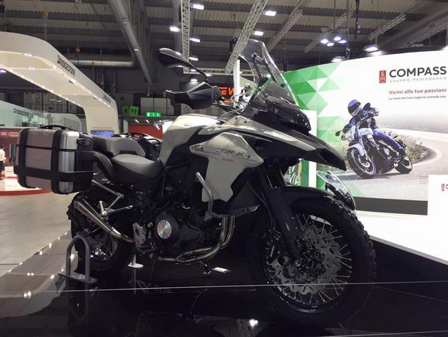 Benelli TRK 502 mau Adventure tam trung day an tuong tai EICMA 2015 - 2