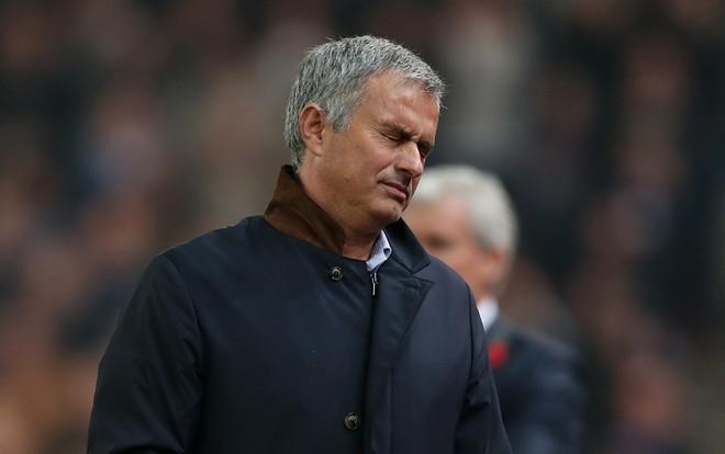 BLD Chelsea da to chuc hop kin de quyet dinh tuong lai cua Mourinho