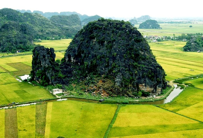 Cach Ha Noi khoang 100 km Tam Coc duoc menh danh la Vinh Ha Long tren can - 2