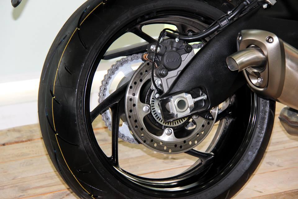 Can canh Suzuki GSXS1000 duoc ban chinh hang tai Viet Nam tu thang 012016 - 11
