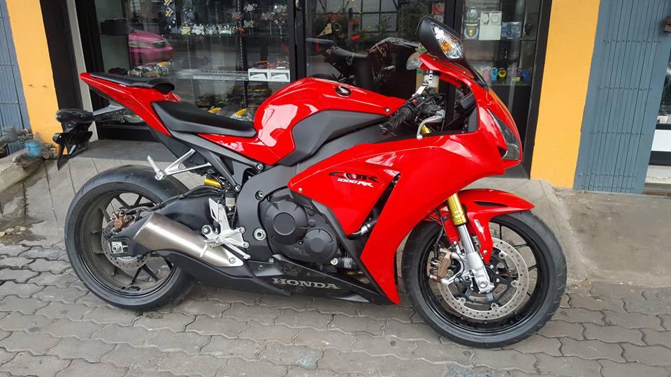 Honda CBR1000RR duoc trang bi nhe mot so do choi hang hieu