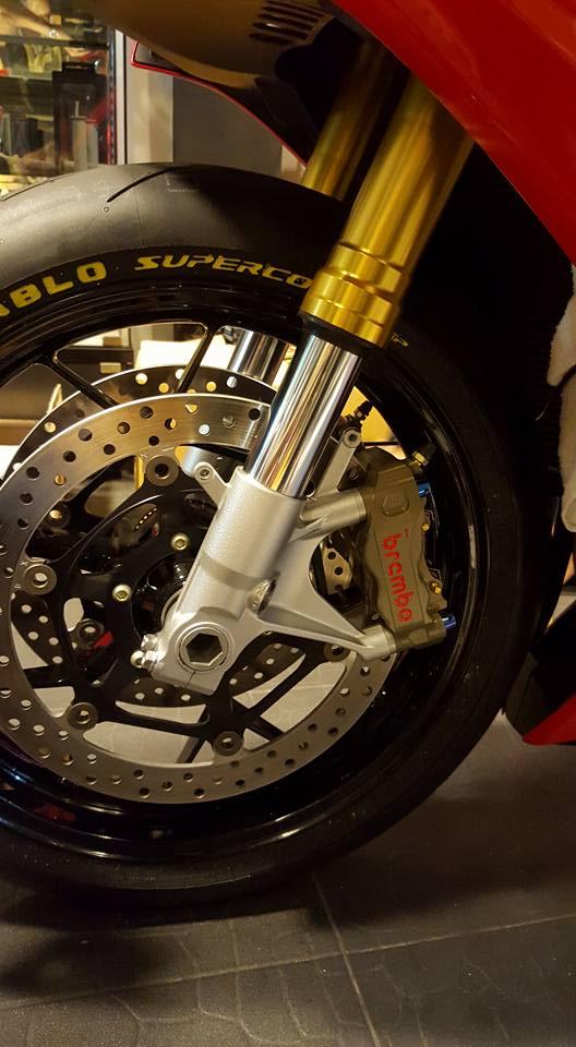 Honda CBR1000RR duoc trang bi nhe mot so do choi hang hieu - 5