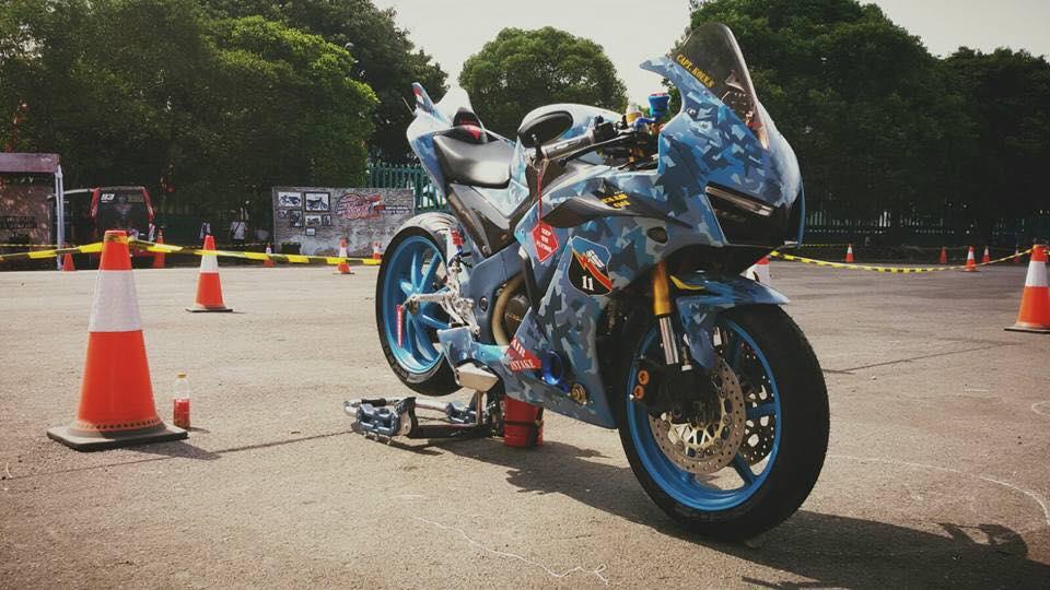 Honda CBR150R 2015 do kich doc theo phong cach may bay chien dau