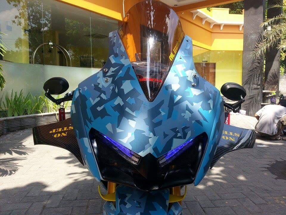 Honda CBR150R 2015 do kich doc theo phong cach may bay chien dau - 2