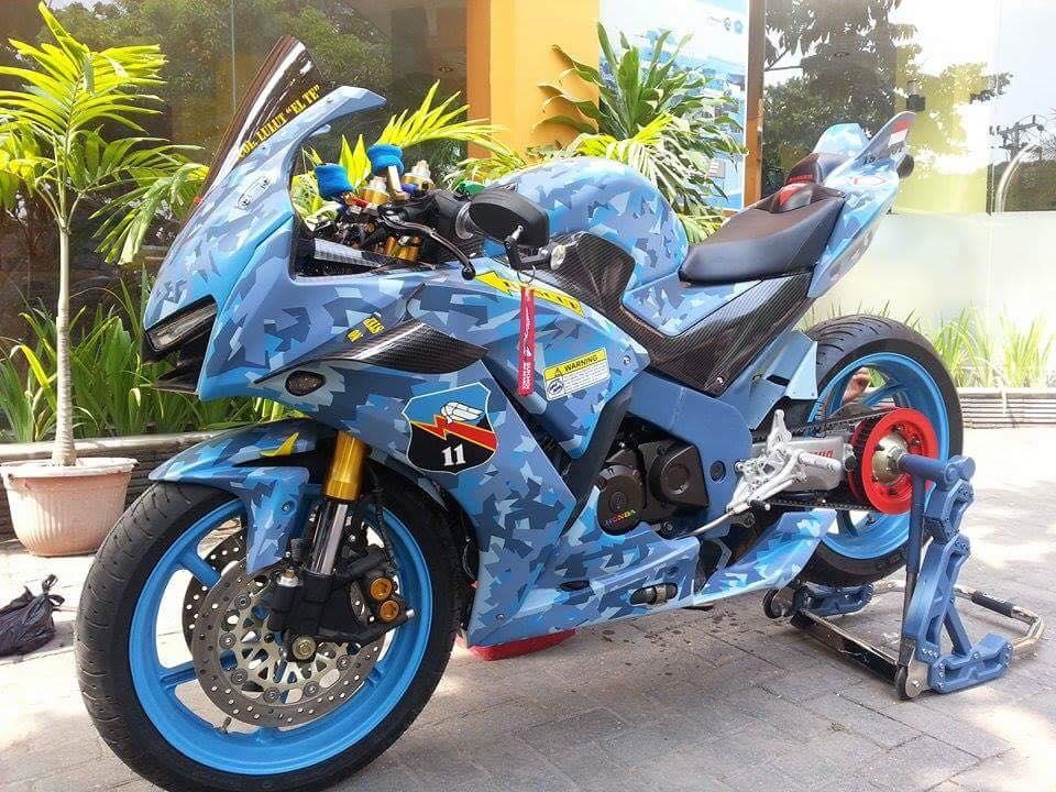 Honda CBR150R 2015 do kich doc theo phong cach may bay chien dau - 4