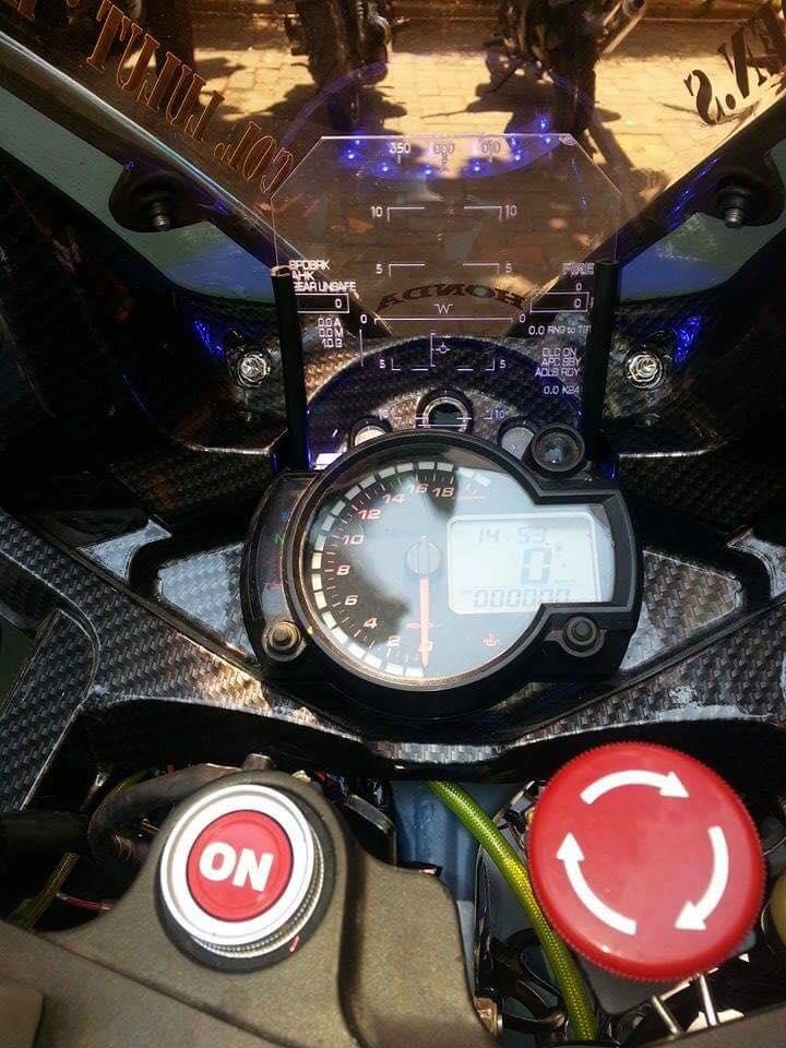Honda CBR150R 2015 do kich doc theo phong cach may bay chien dau - 3