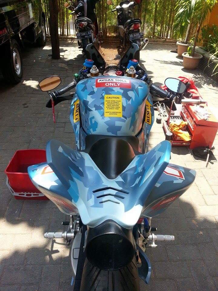 Honda CBR150R 2015 do kich doc theo phong cach may bay chien dau - 6