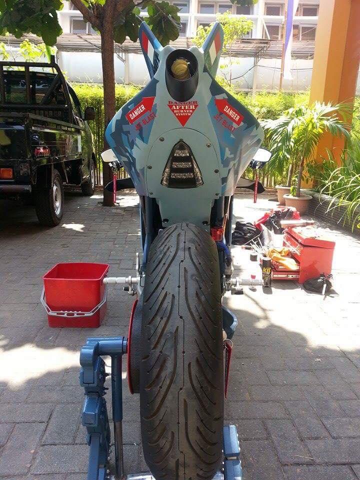 Honda CBR150R 2015 do kich doc theo phong cach may bay chien dau - 7