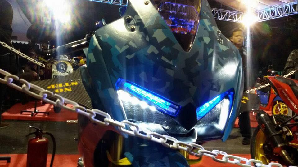 Honda CBR150R 2015 do kich doc theo phong cach may bay chien dau - 9