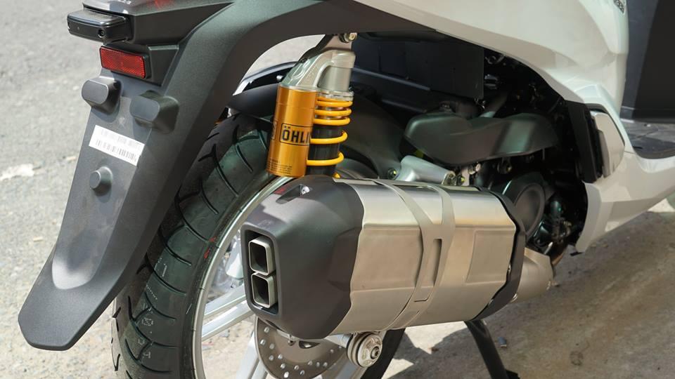 Honda SH300i 2016 vua dap thung da len do choi khung - 8