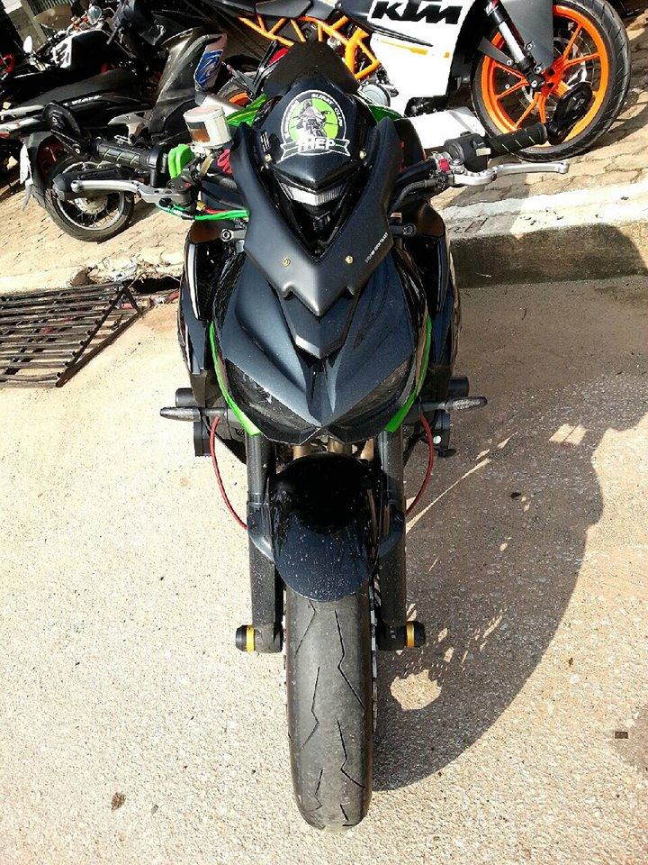 Kawasaki Z1000 do hap dan voi nhieu do choi hang hieu - 2