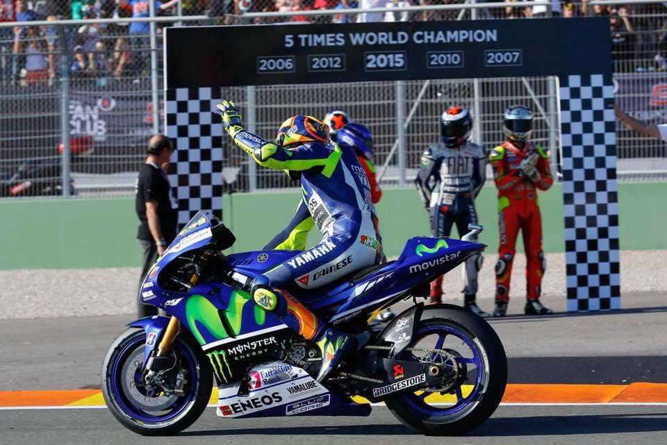 MotoGP Bat thuong khi xe Lorenzo bat dau duoi thi xe MM93 cung duoi luon - 4