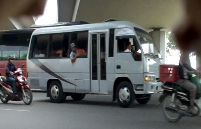 Nha xe lua hanh khach cuop tien cua ho bang cac xe trong tinh trang gan het dat