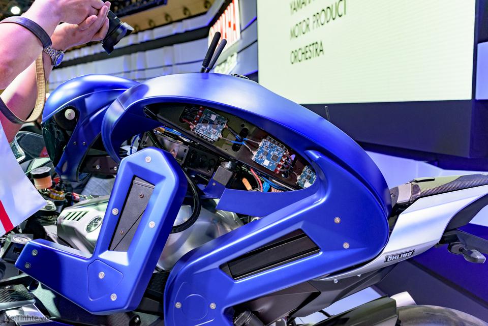 Robot lai xe cua yamaha - 7