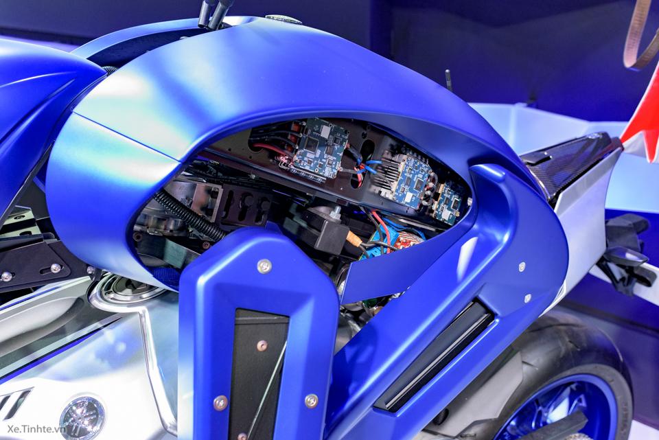Robot lai xe cua yamaha - 10