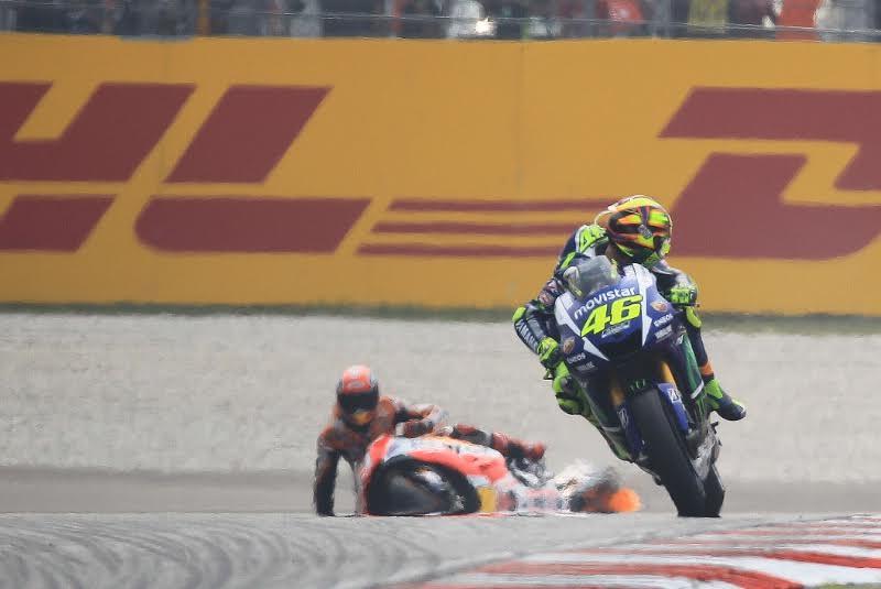 Rossi cho biet Toi hoan toan khong co y dinh dap nga xe anh ay nhung - 2
