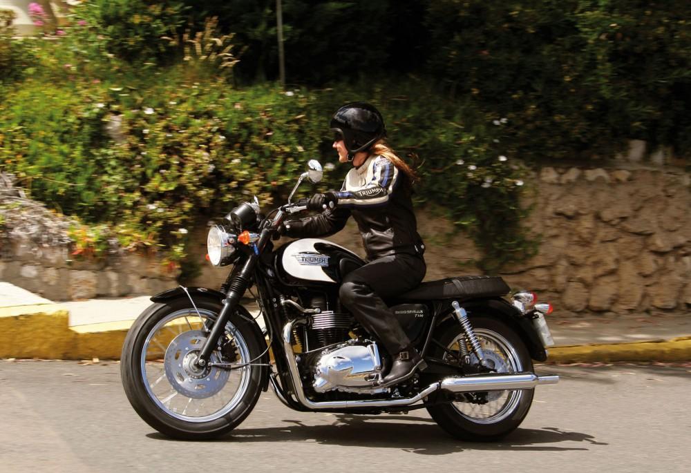 Tin vui voi chu so huu xe dong xe Triumph tren toan dat nuoc Viet Nam - 11
