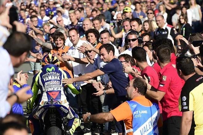 Valentino Rossi Nha Vo Dich trong long nguoi ham mo - 2