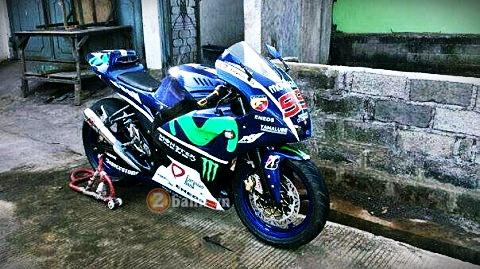Yamaha Fz150i do phong cach M1 cua tay dua Lorenzo