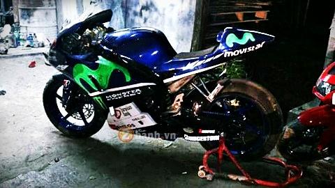 Yamaha Fz150i do phong cach M1 cua tay dua Lorenzo - 2