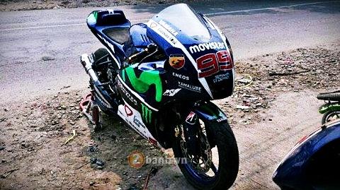 Yamaha Fz150i do phong cach M1 cua tay dua Lorenzo - 3