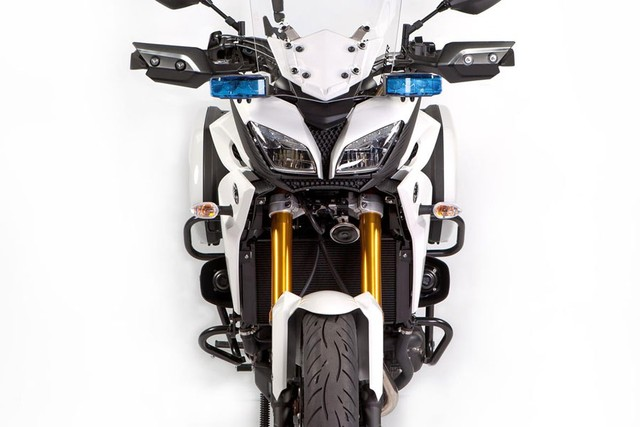 Yamaha MT09 Tracer da dung voi phien ban canh sat Phap - 3