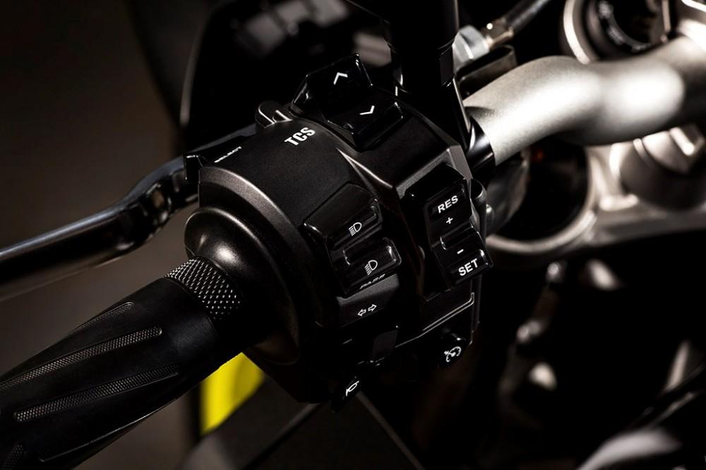 Yamaha MT10 Dong nakedbike R1 vua duoc gioi thieu - 4