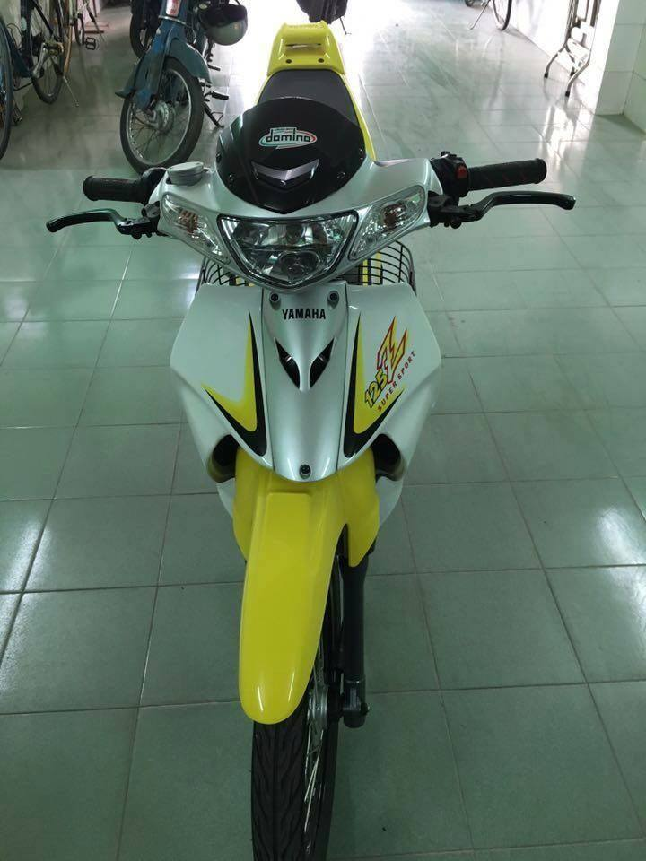 Yamaha Z125 voi goi do hang hieu kha khung