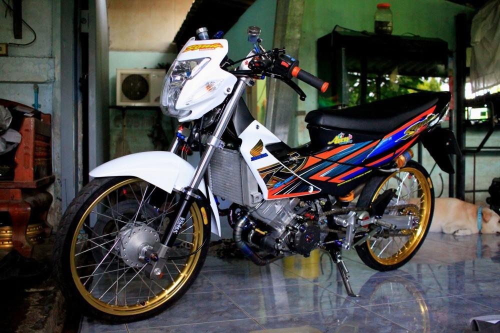 Honda Sonic do khung day phong cach cua biker Thai Lan - 3