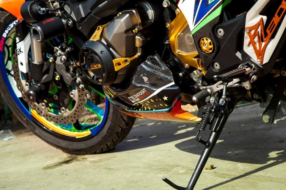 Kawasaki Z800 cuc ki noi bat voi phong cach Valentino Rossi - 4