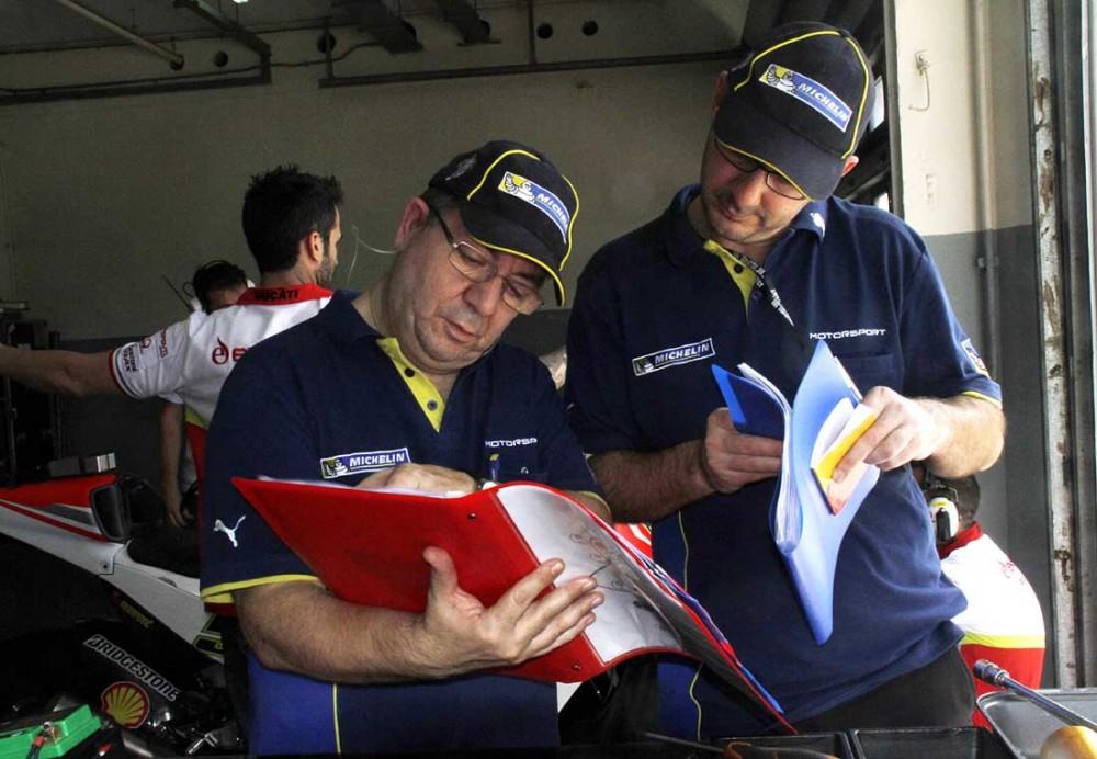 Michelin chay thu lop xe dua cho mua giai MotoGP 2016 - 3